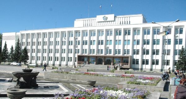 Правительство республики Тува (резиденция изображена на фото) заявляет, что регион находится в числе лидеров СФО по благоприятности инвестиционного климата.