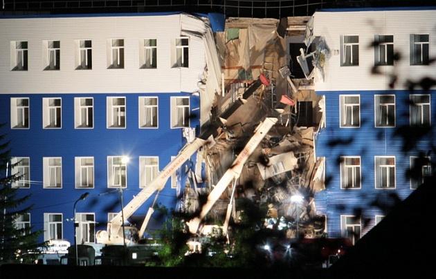 Хотя основные работы на месте трагедии уже завершены, спасатели и военные продолжают разыскивать трёх десантников.