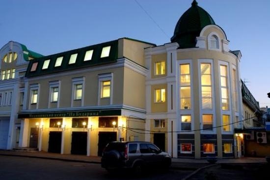 Здание, арендованное, а впоследствии и выкупленное ООО «Медицинский центр «На Бударина», как полагает омская прокуратура, было продано по цене почти в два раза ниже рыночной.