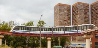 Если барнаульские власти позитивно оценят идею питерского предпринимателя, подобный вид транспорта может появиться и в алтайской столице. На фото - московский надземный монорельс.