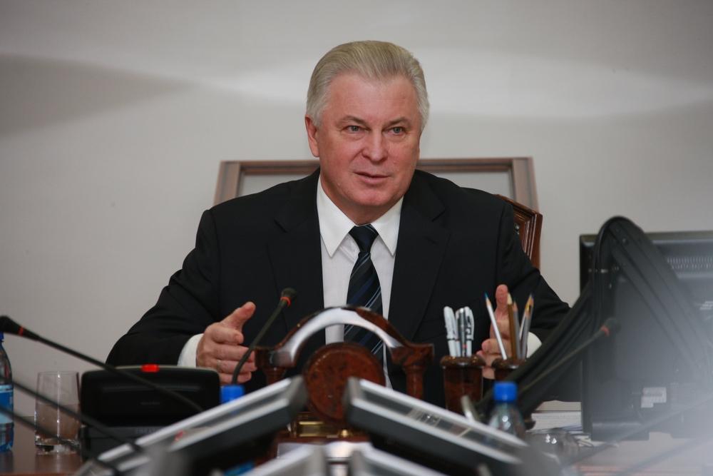 Глава Бурятии Вячеслав Наговицын считает, что объединение жилищной инспекции и службы стройнадзора позволит повысить эффективность работы власти.
