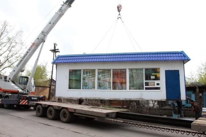 За незаконное бездействие по демонтажу торгового павильона чиновник администрации Дзержинского района Новосибирска, по версии следствия, попросил у бизнесмена взятку в 10 тыс. руб.
