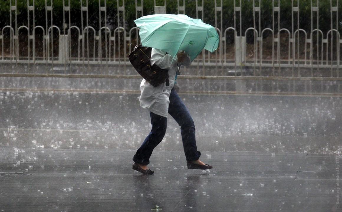 Второе за неделю штормовое предупреждение объявлено в Новосибирской области.