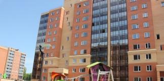 Лоджии в квартирах 5 очереди микрорайона остеклены и выложены керамогранитом.