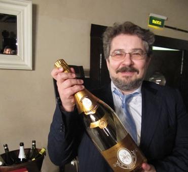 Дмитрий Журба, имевший отношение к «ИФК Алемар», которая, как полагает следствие, помогла Леониду Меламеду освоить государственные деньги, не стал ожидать развития уголовного дела и покинул Россию.