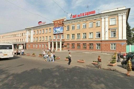 ОМО им. Баранова взяло в аренду часть прилегающей к проходным завода городской территории, чтобы разбить на ней сквер.