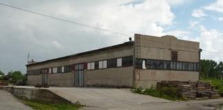 Желающих купить это здание и прилегающий участок в 4900 кв. м за 12,2 млн руб., не оказалось.