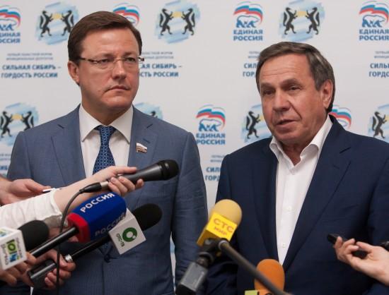 Сенатор Дмитрий Азаров (слева) и Владимир Городецкий приняли участие в первом форуме депутатов муниципальных образований НСО.