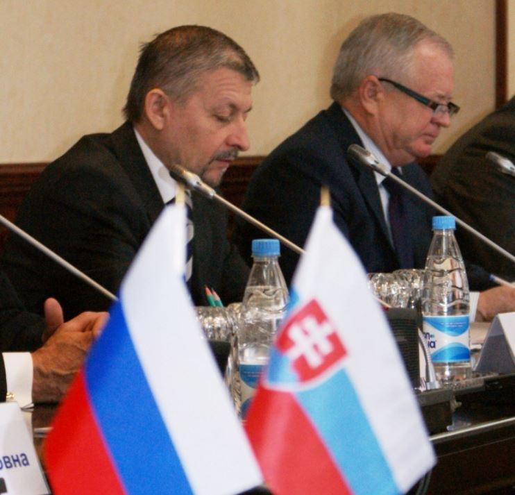 Чрезвычайный и полномочный посол Словакии в РФ Йозеф Мигаш (справа) разделяет оптимизм своих соотечественников относительно горноалтайского АПК.
