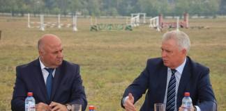 Руководитель ОАО «Российские ипподромы» Николай Исаков (слева) и глава Бурятии Вячеслав Наговицын обсудили перспективы реконструкции республиканского ипподрома.