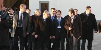 В связи с запуском в эксплуатацию очередного крупного новосибирского строительства Владимир Путин (в центре), возможно, снова посетит Новосибирскую область.