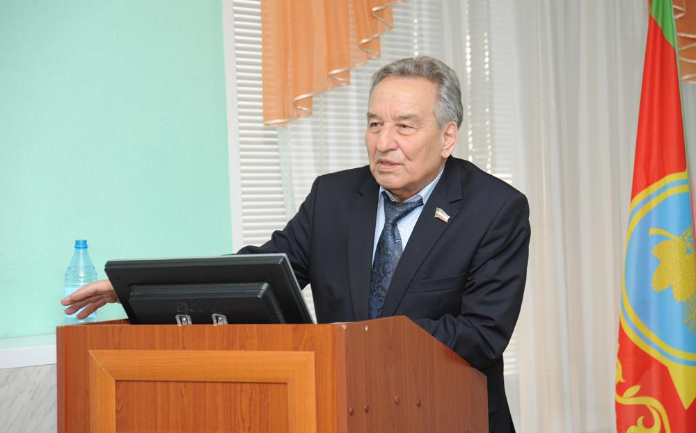 Спикер Верховного Совета Хакасии Владимир Штыгашев пояснил, что необходимость скорректировать бюджет не в последнюю очередь вызвана ликвидацией последствий лесных пожаров.