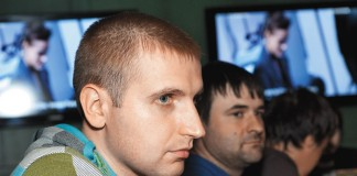 Двое основных «возмутителей ценового спокойствия» на сибирском рынке интернет-доступа — «Новотелеком» и «Сибирские сети» — приняли для себя принципиально разные решения в дальнейшей тактике поведения. Пока «Новотелеком» вернулся в состояние тарифного статусакво, «Сибирские сети» (на фото — коммерческий директор компании Сергей Вепренцев) намерены и дальше следовать своему курсу вопреки падению среднего дохода на абонента и сокращению доли рынка в сравнении с ситуацией годичной давности.