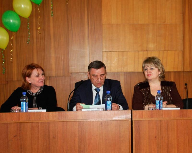Надежда Булова (справа)