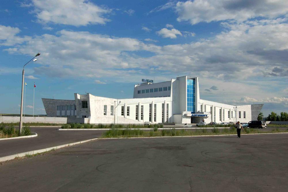 Президент РФ Владимир Путин поручил правительству рассмотреть вопрос о сроках реконструкции ВПП в аэропорту Кызыла до 1 ноября.