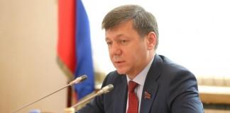 Заместитель председателя ЦК КПРФ Дмитрий Новиков пообещал, что Сергей Левченко «не будет строить коммунизм» в Иркутской области.