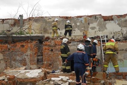 На месте происшествия работало несколько десятков человек.