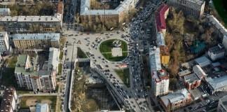 «Сад «Альгамбра» разобьют на месте треугольной области в центре фото, обнесённой забором.