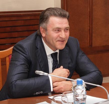 Хотя Андрей Шимкив заявил о снятии своей кандидатуры с выборов спикера заксобрания, аналитики не исключают, что он всё же поборется за кресло председателя - как независимый кандидат.