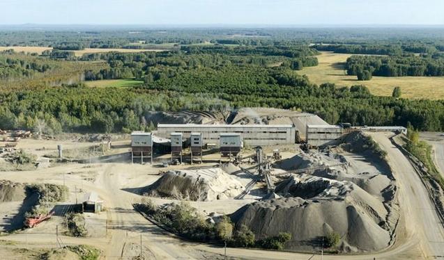 Месторождение титан-циркониевых руд, которое выставлено на продажу в Новосибирской области называют единственным в РФ и пророчат ему весьма высокую прибыльность.