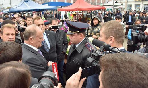 По некоторым данным, в результате звонка Геннадия Зюганова в МВД РФ, на место прибыл глава регионального ГУ МВД.