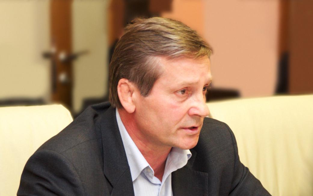 Сопредседатель Общественной палаты НСО Юрий Бернадский считает, что отсутствие диалога между НГАТОиБ и гражданами негативно влияет на имидж всего региона.