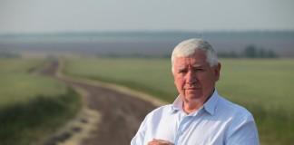 Добившись на своём предприятии рекордной урожайности зерновых, председатель ЗАО «Племзавод Ирмень» Юрий Бугаков удостоился личной благодарности губернатора Новосибирской области.