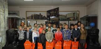Благодаря заботе шефов из «Газпромнефть-Региональных продаж», ребята в детских домах и центрах соцобслуживания Сибири смогли встретить учебный год подготовленными к учёбе.