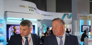 Губернатор Алтайского края Александр Карлин (справа) дал высокую оценку практической стороне форума межрагионального сотрудничества России и Казахстана.