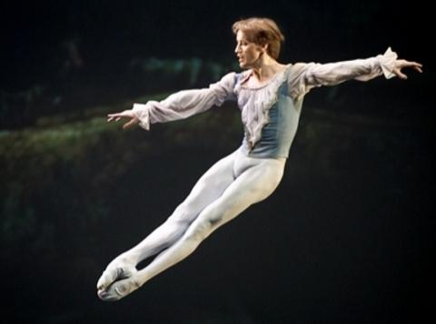 Денис Матвиенко, по данным НГАТОиБ, весьма высокого мнения о новосибирском балете и будет рад его возглавить.