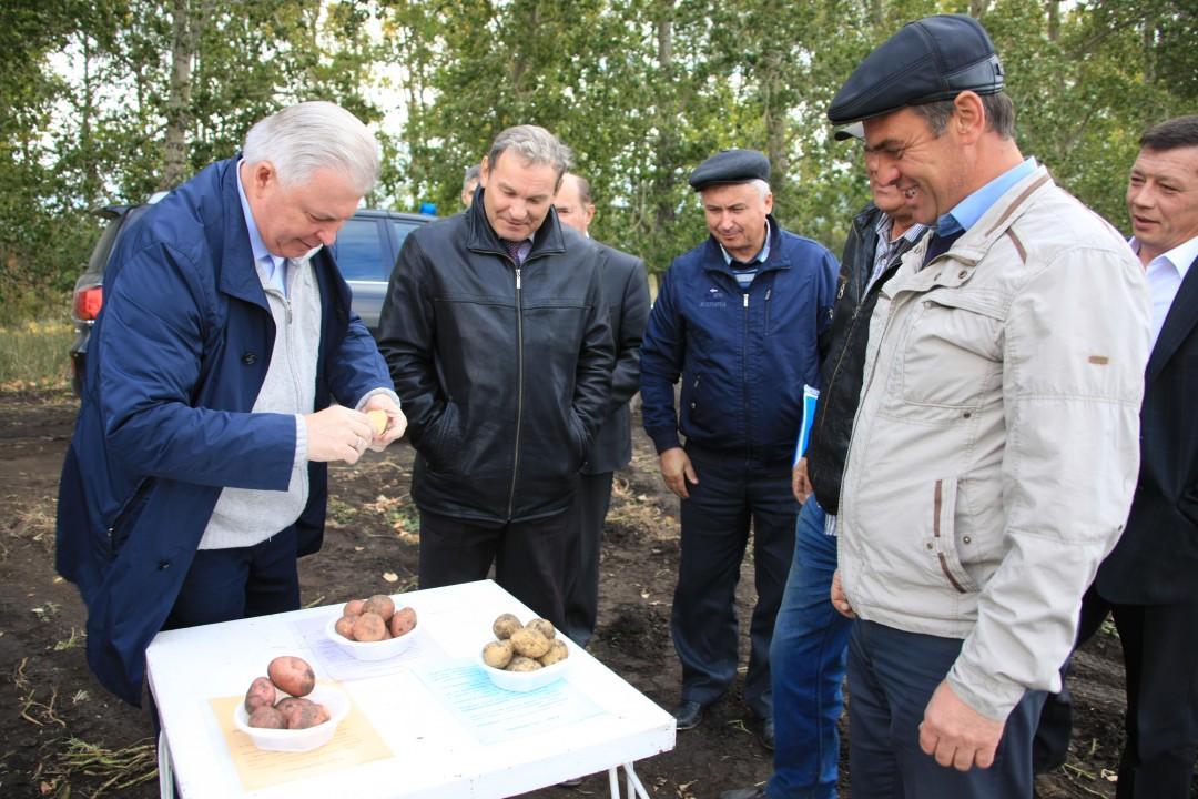 Вячеслав Наговицын отметил, что, благодаря передовым системам орошения, в ряде хозяйств Бурятии удалось получить небывалый урожай овощей, несмотря на засуху.