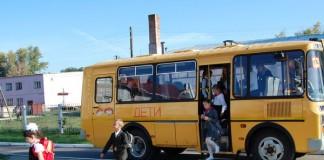 В Омской области около 40 школьных автобусов в 9 муниципальных районах до сих пор не оборудованы ситемой ГЛОНАСС, хотя областные власти передали аппаратуру районным администрациям.