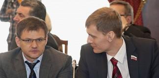 Владислав Савельев (слева)