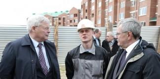 Инициированная губернатором Томской области Сергеем Жвачкиным (слева) программа социальной ипотеки добралась и до города Стрежевой.