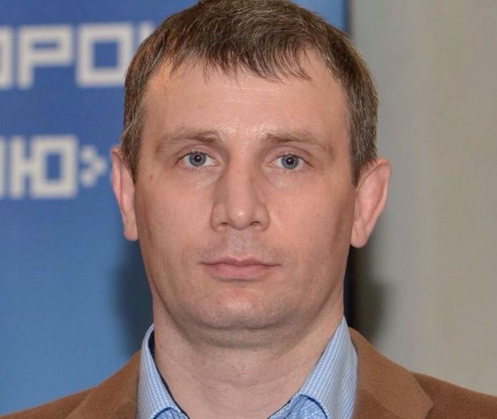 В то время как СК возбудил и расследует дело против Александра Потапова, политсовет регионального отделения «Единой России», сославшись на устав, приостановил членство подозреваемого депутата в партии.