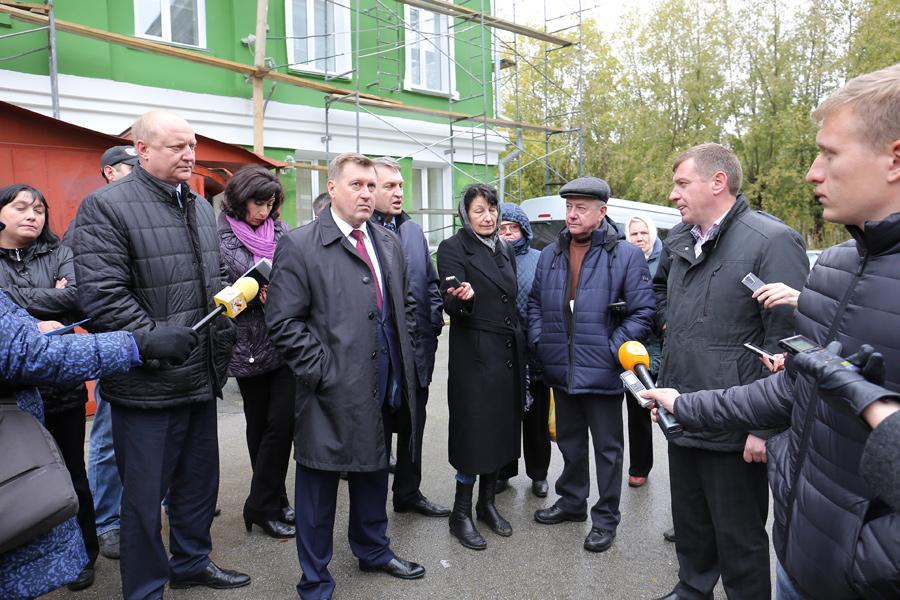 Анатолий Локоть взял капремонт на Плахотного под контроль