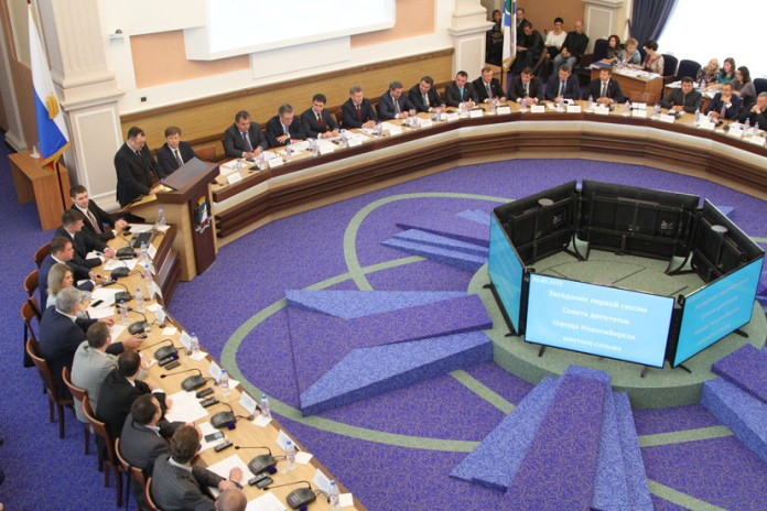 Миниатюра для: Новосибирский горсовет: новые лица и новые должности