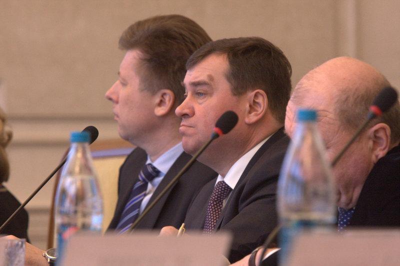 Александр Титков (в центре)