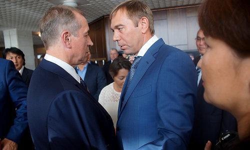 Губернатор Иркутской области Сергей Левченко (слева) назначил бывшего мэра Иркутска Виктора Кондрашова зампредом регионального правительства с пока неопределённой сферой обязанностей и полномочий.