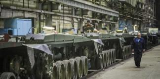 Для выполнения государственного оборонного заказа, размещённого на предприятии, ОАО «Омсктрансмаш» потребовались даже те сотрудники, которых оно собиралось сократить.