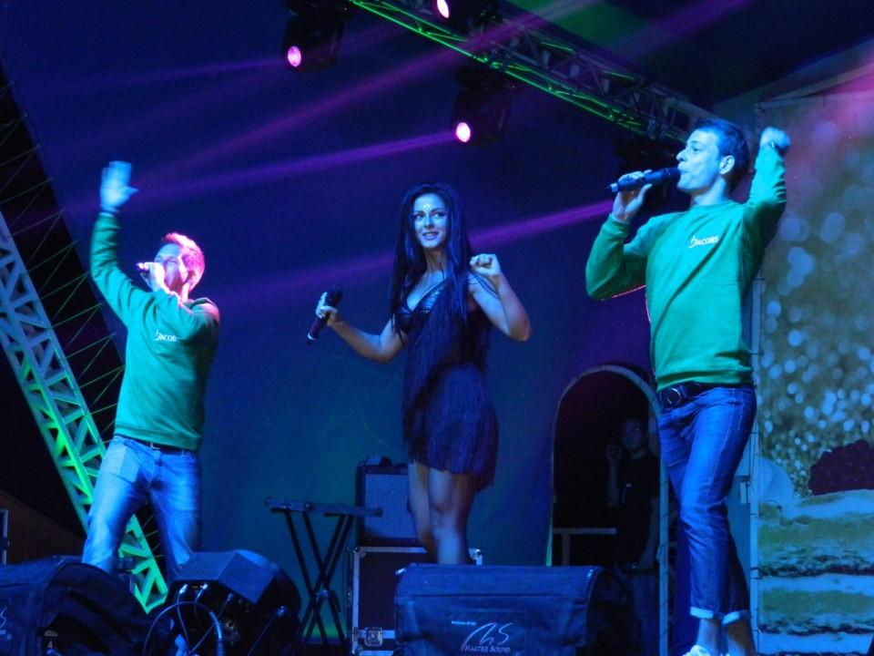 Кофейная компания Jacobs выбрала Новосибирск для проведения фестиваля наряду с Москвой и Ростовом-на-Дону и привезла в город певицу Нюшу. Фото организаторов.