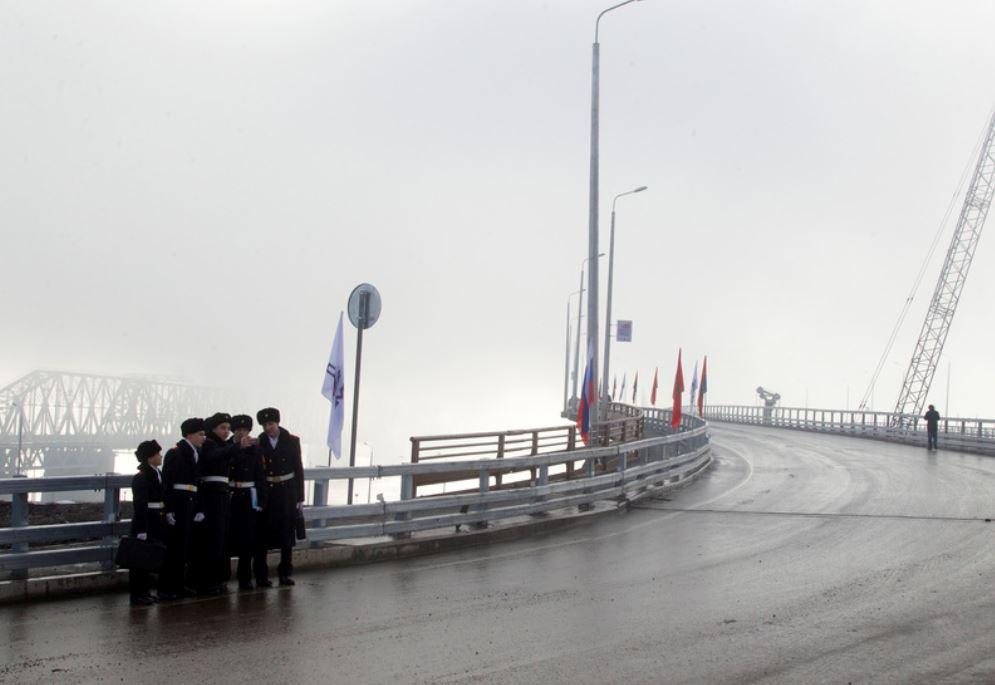 Хотя длина самого моста через Енисей составляет 1,27 км, общая протяжённость всех конструкций, входящих в состав мостового перехода, превышает 7 км.
