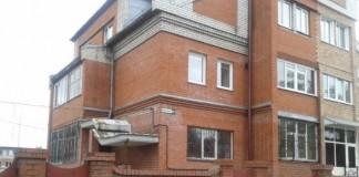 Девятикомнатная квартира в этом доме стоит 5,5 млн руб.