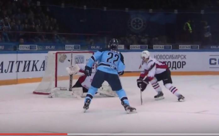 Автором обеих шайб «Сибири» в сложном матче против «Авангарда» стал Олег Губин.