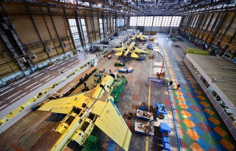 За ударное выполнение гособоронзаказа и поставку в войска двух самолётов Су-34 сверх плана Новосибирский авиационный завод удостоили Почётной грамотой правительства РФ.