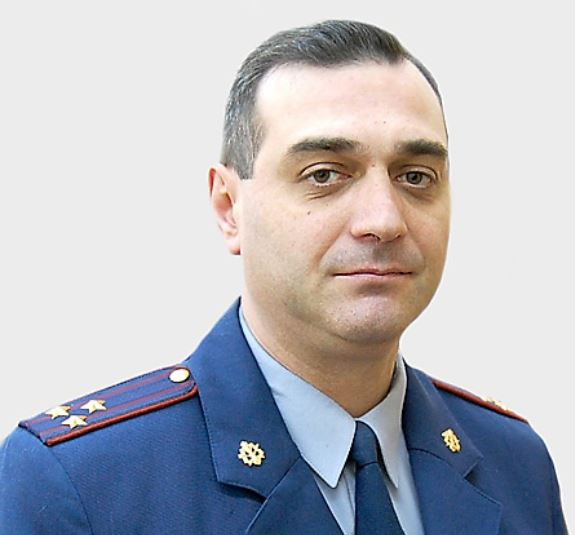 Хотя за вопиющее служебное нарушение Руслана Робакидзе приговорили к условному сроку наказания, его заместителю Николаю Набоку, открывшему заключённым доступ к их жертве, предстоит 3 года провести в колонии общего режима.