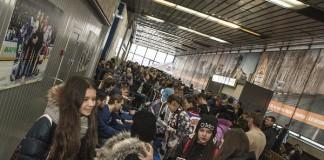 По оценкам представителей ХК «Сибирь», на автограф-сессию с игроками клуба явилось около 5 тыс. болельщиков.