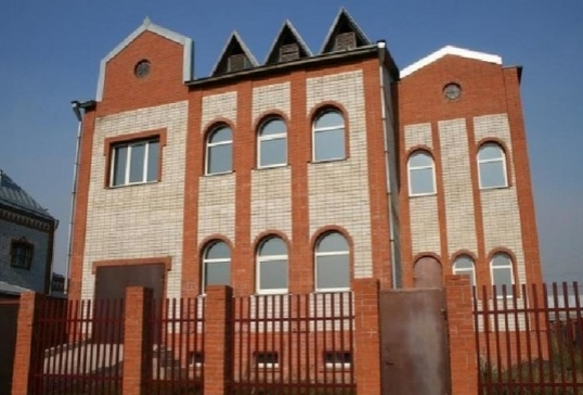 «Умный» дом с солнечными батареями и запасом воды выставлен на продажу в Барнауле за 15 млн руб.