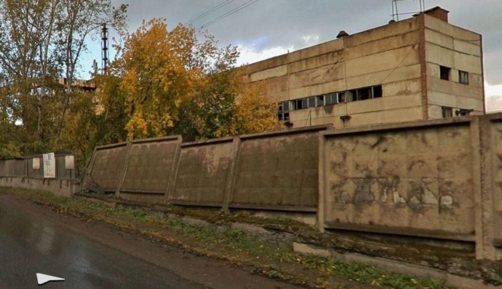 Предлагаемый к продаже объект ООО «Енисейский ЦБК» расположен в плотно застроенной промышленной зоне Красноярска на ул. 26 бакинских комиссаров.
