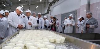 Губернатор Томской области Сергей Жвачкин заявил, что чувствует энтузиазм в сотрудниках «Деревенского молочка».